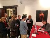 4. El autor, Marcelino Fernández Mallo firmando ejemplares de EL ÉMULO DE REGINALD PERRIN